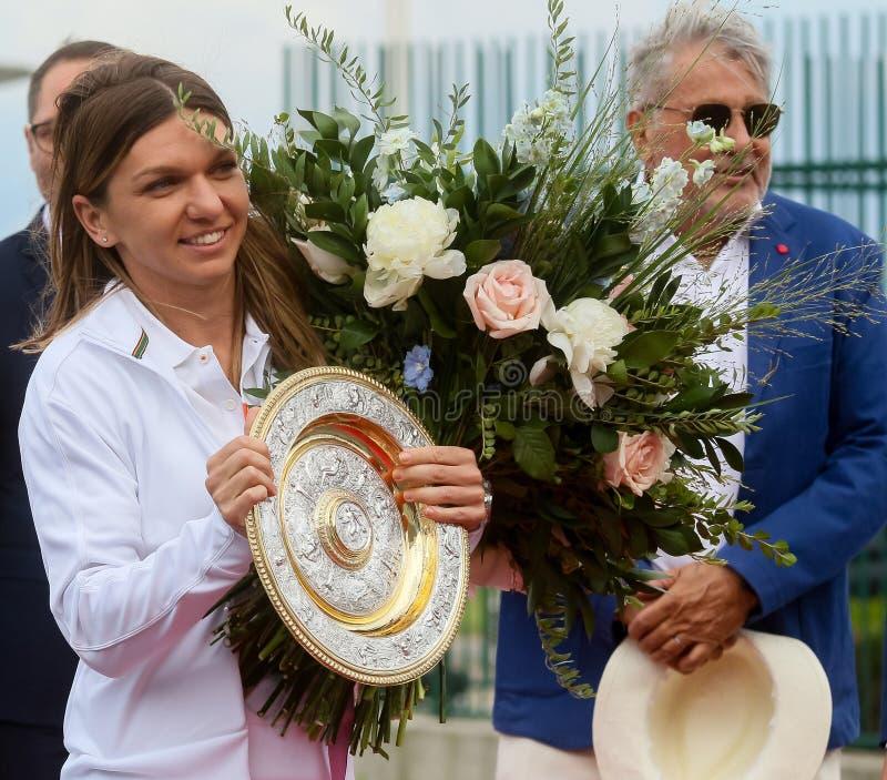 Wimbledon zwycięzca Simona Halep - przyjazd w Rumunia zdjęcie stock