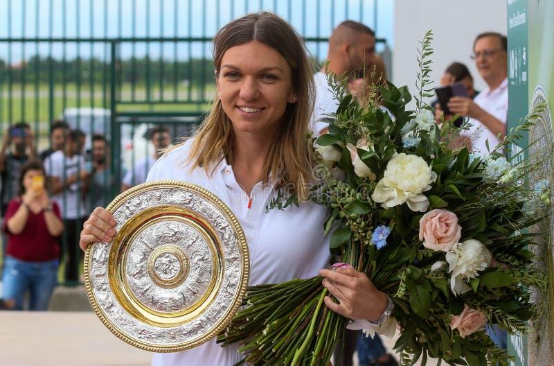 Wimbledon zwycięzca Simona Halep - przyjazd w Rumunia obraz stock