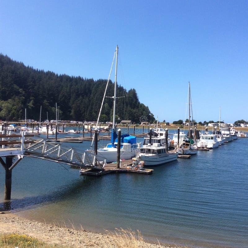Winchester fjärdmarina på den Oregon kusten arkivfoton