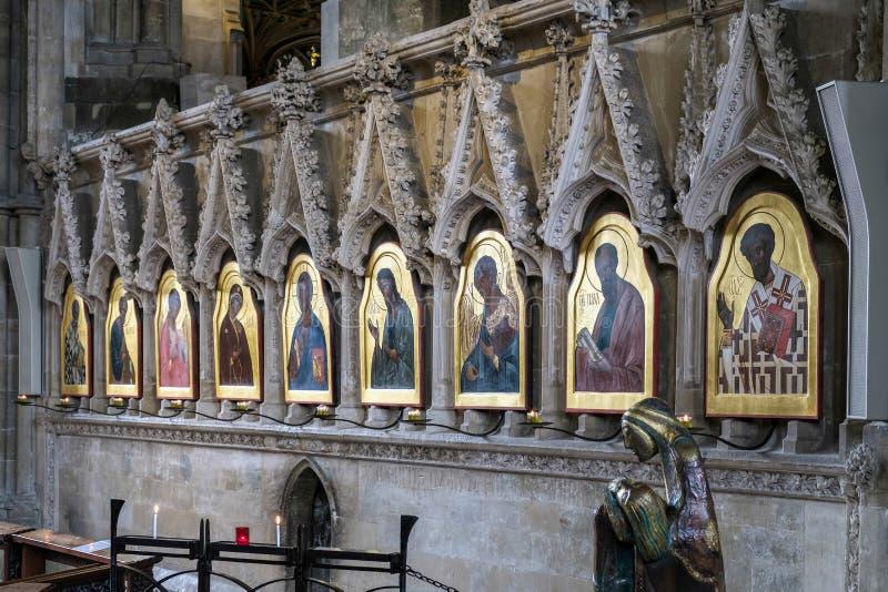 WINCHESTER, HAMPSHIRE/UK - 6 DE MARÇO: Pinturas religiosas em Winc fotos de stock