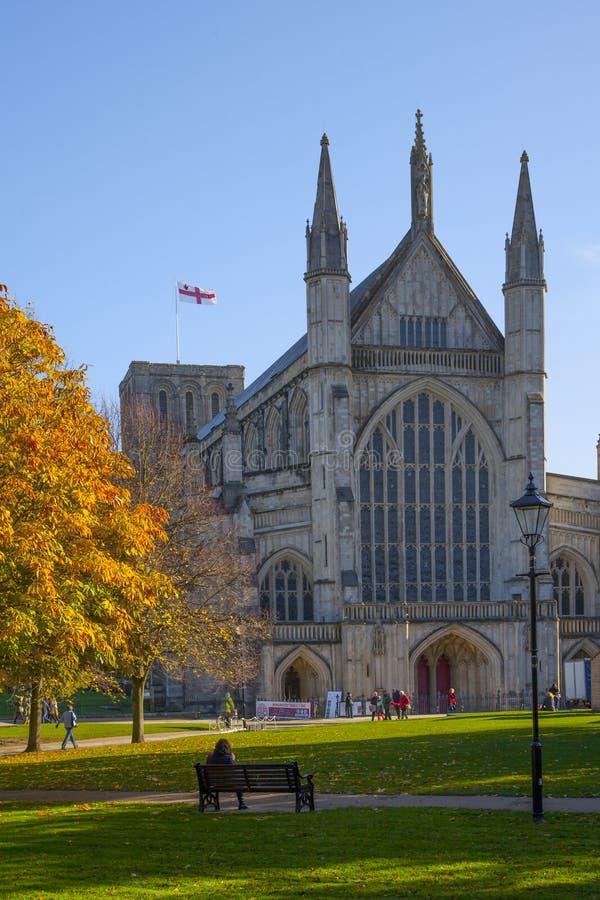 Winchester-Kathedrale im Herbst, Hampshire, England lizenzfreies stockbild