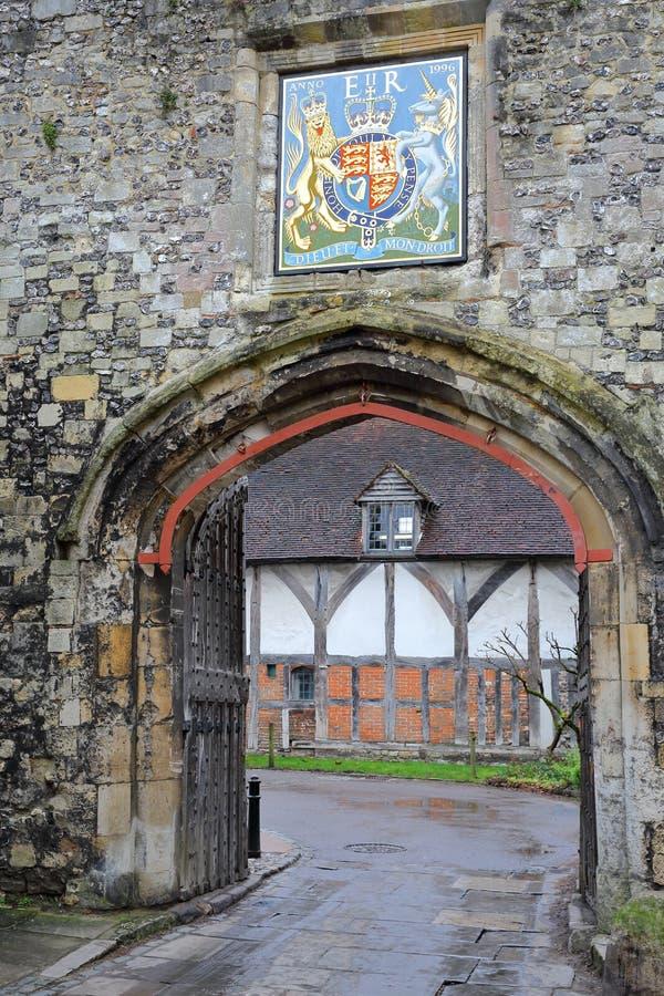 WINCHESTER, UK - 5 ΦΕΒΡΟΥΑΡΊΟΥ 2017: Η πύλη κοινοβίων με την κάλυψη των όπλων στην είσοδο της παλαιάς πόλης στοκ φωτογραφία με δικαίωμα ελεύθερης χρήσης