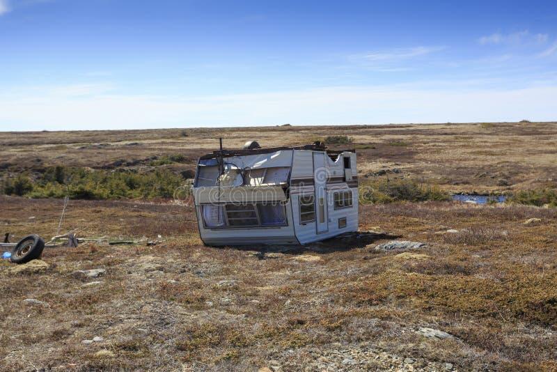 Wind beschadigde caravanaanhangwagen royalty-vrije stock foto