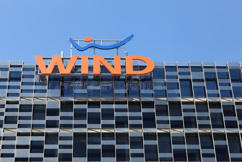 Wind, der in Mailand, Italien bulding ist stockbilder