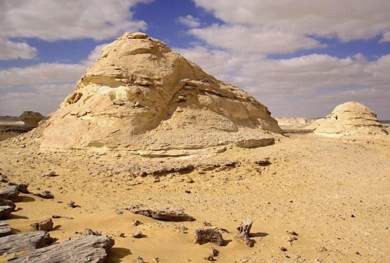 Wind en zon gemodelleerde kalksteenbeeldhouwwerken in Witte woestijn, Egypte stock afbeelding