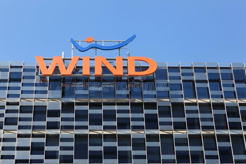 Wind het bulding in Milaan, Italië stock afbeeldingen