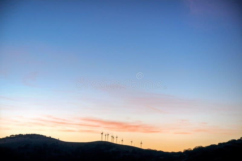 Wind-Turbine-Sonnenaufgang lizenzfreies stockfoto