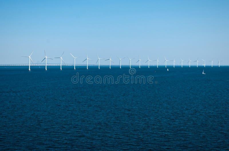 Wind-Turbinen lizenzfreie stockbilder