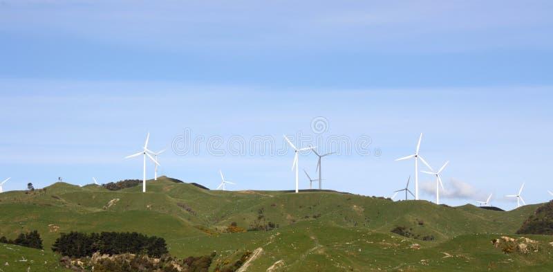 Wind-Turbinen auf Rollen-Ackerland stockbilder