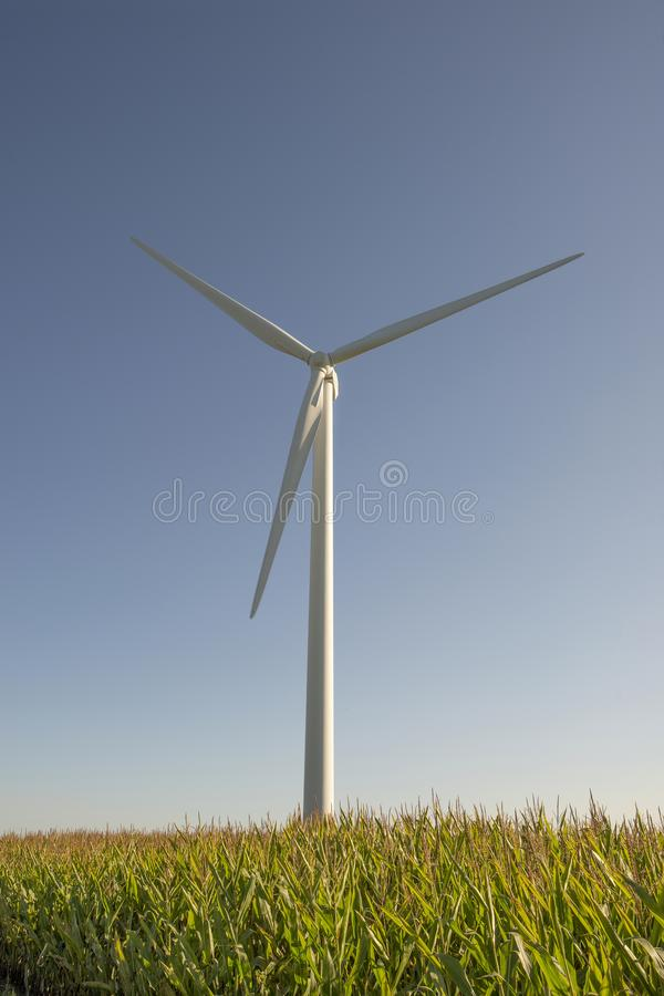 Wind-turbins-wind, landbouwgrond stock fotografie