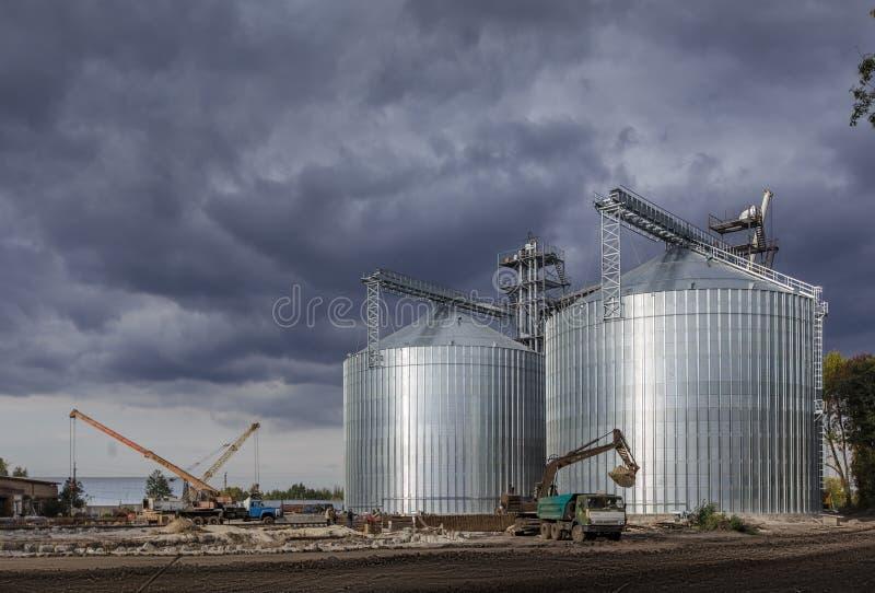 Winda przeciw niebieskiemu niebu zdjęcie stock