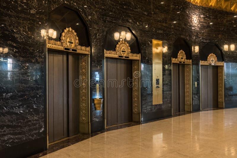 Winda w sali Wekslowy budynek w środkowym dzielnica biznesu w Seattle, Waszyngton, usa zdjęcia royalty free