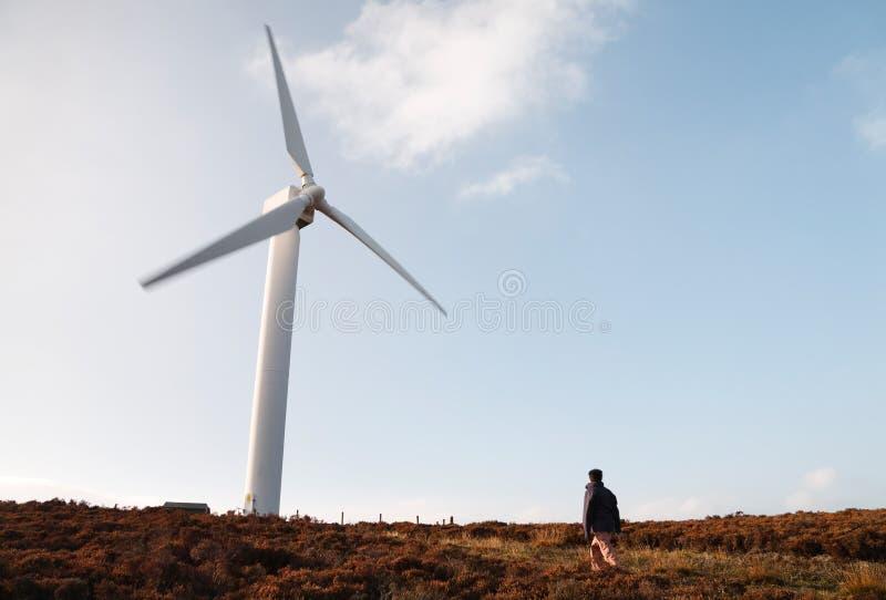 Windbauernhof und -wanderer lizenzfreie stockfotos