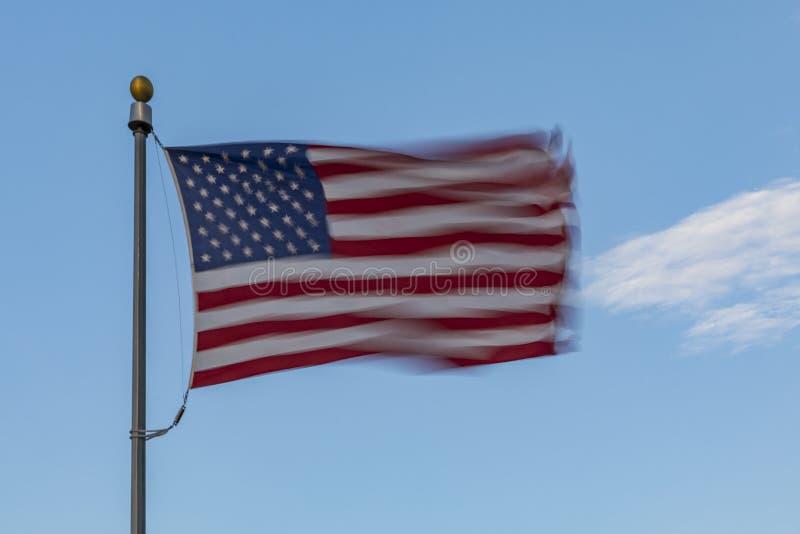 Windblown vereinigte Zustands-Flagge stockbilder