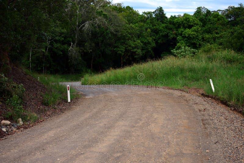 Windend open landelijk weglandschap stock foto