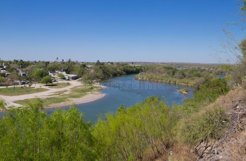Windend Rio Grande River die U scheiden S en Mexico royalty-vrije stock afbeeldingen