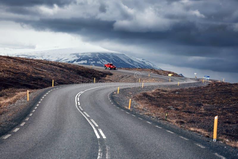 Windende bergweg, IJsland royalty-vrije stock foto's