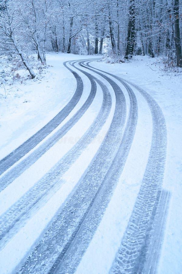 Windende de winterweg royalty-vrije stock foto
