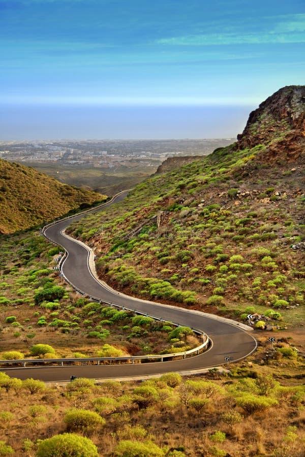 Windende weg in de bergen van de Kanarie royalty-vrije stock afbeeldingen