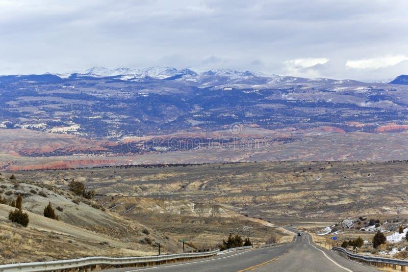 Windende weg omhoog de bergen royalty-vrije stock foto