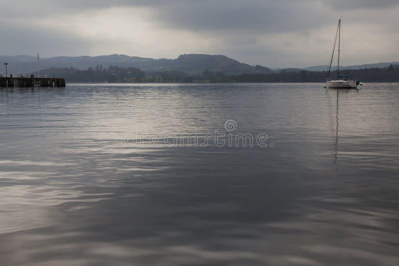 Windermere sjö, England, te UK - ett fartyg royaltyfri foto
