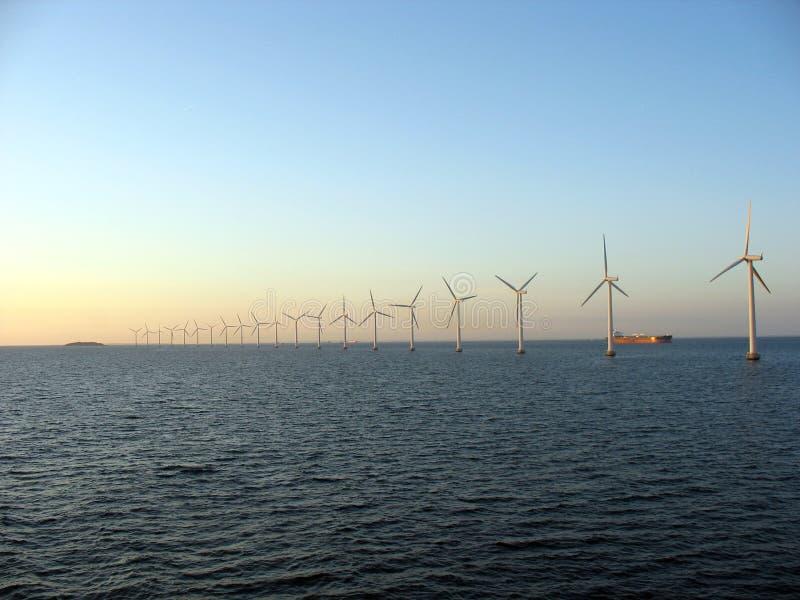 Windfarm in mare aperto 2 immagine stock
