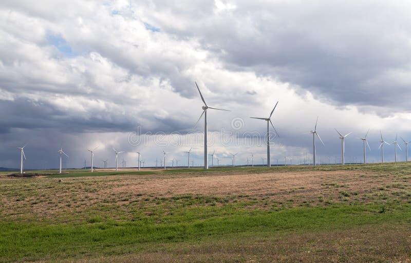 Download Windgeneratorer arkivfoto. Bild av äng, motor, natur - 27284270
