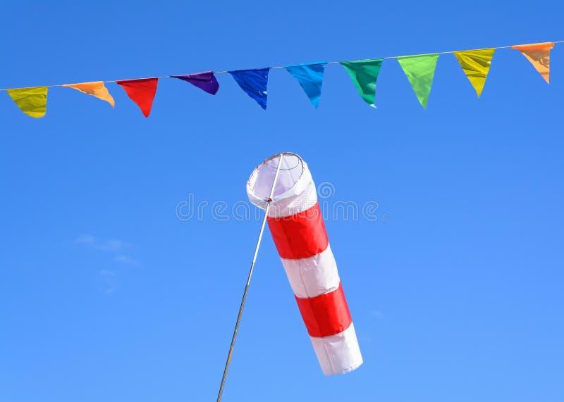 Windkegel en gekleurde vlaggen royalty-vrije stock afbeelding