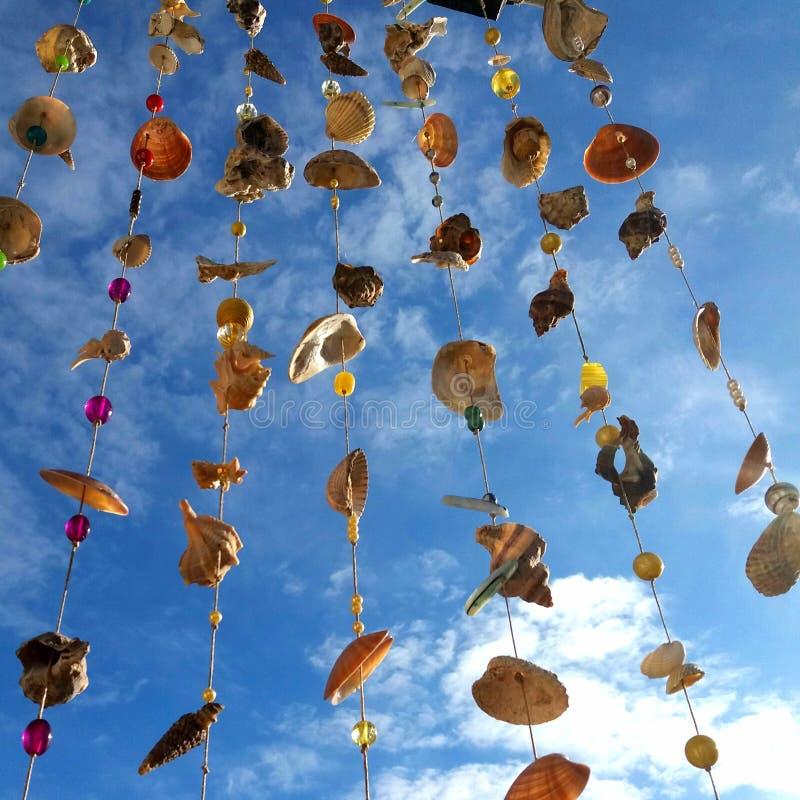 Windklokkengelui van zeeschelpen stock afbeeldingen