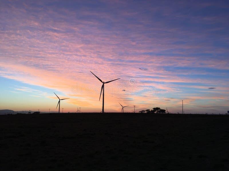 Windkraftanlage-Morgen-Sonnenaufgang stockfotografie