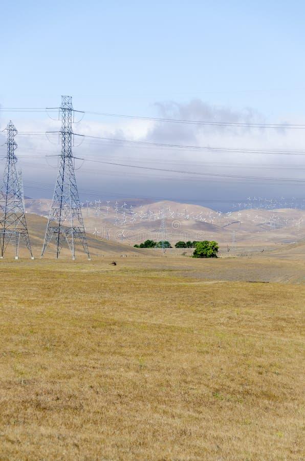 Windlandbouwbedrijf in de Gouden Heuvel van Livermore in Californië stock foto