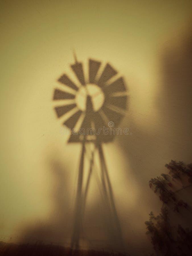 Windmühle auf einer Wand lizenzfreie stockfotografie