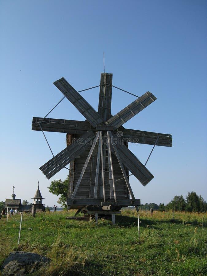 Windmühle auf Kizhi-Insel, Russland lizenzfreies stockfoto
