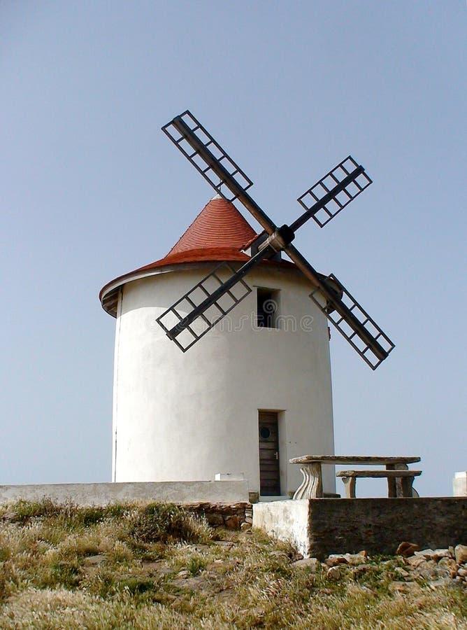Windmühle bei Cap Corse, nördlich der Insel von Korsika stockfoto