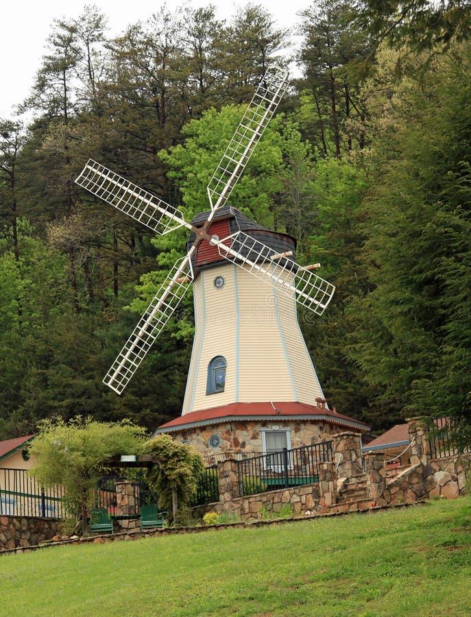 Windmühle in Helen Georgia stockfotografie