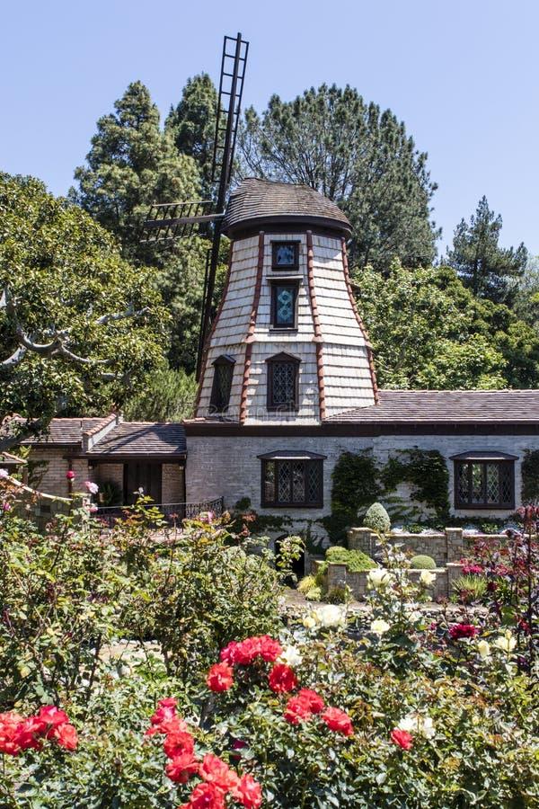 Windmühle im Selbstvollzug-Fellowship See-Schrein-Tempel in Ost-Hollywood - Los Angeles - Kalifornien lizenzfreie stockfotos