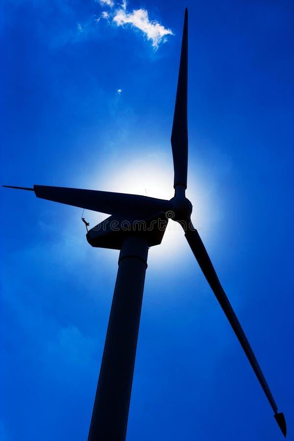 Download Windmühle Mit Blauem Himmel Stockbild - Bild von metall, alternative: 26362335
