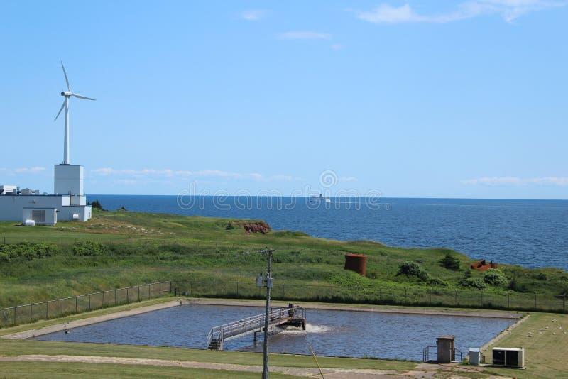 Windmühle mit Meerblick stockfotografie