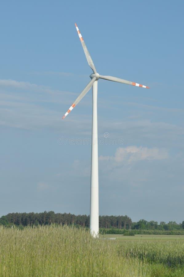 Windmühle, Produktion der grünen Energie stockbild