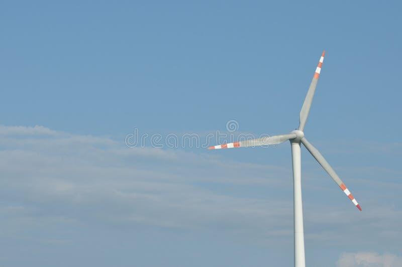 Windmühle, Produktion der grünen Energie lizenzfreie stockfotos