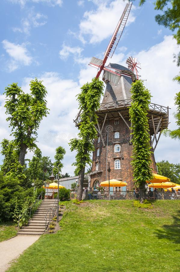 Windmühle in Wallanlagen-Park, Bremen, Deutschland stockbild