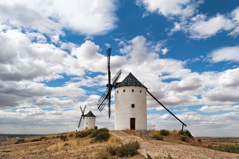 Windmühlen in Alcazarde San Juan Kastilien-La Mancha spanien lizenzfreies stockbild