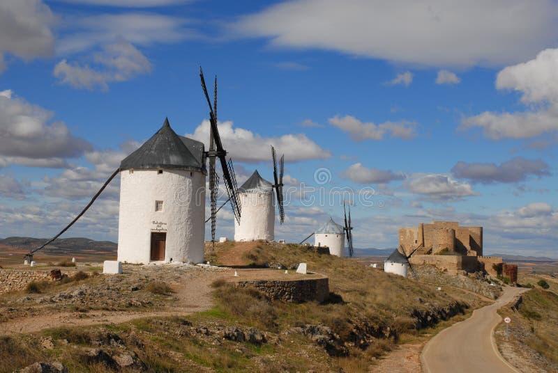 Windmühlen auf den Ebenen von La Mancha, Spanien lizenzfreies stockfoto