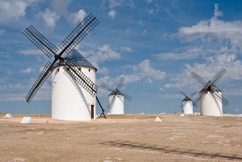 Windmühlen bei Campo De Criptana lizenzfreie stockfotografie