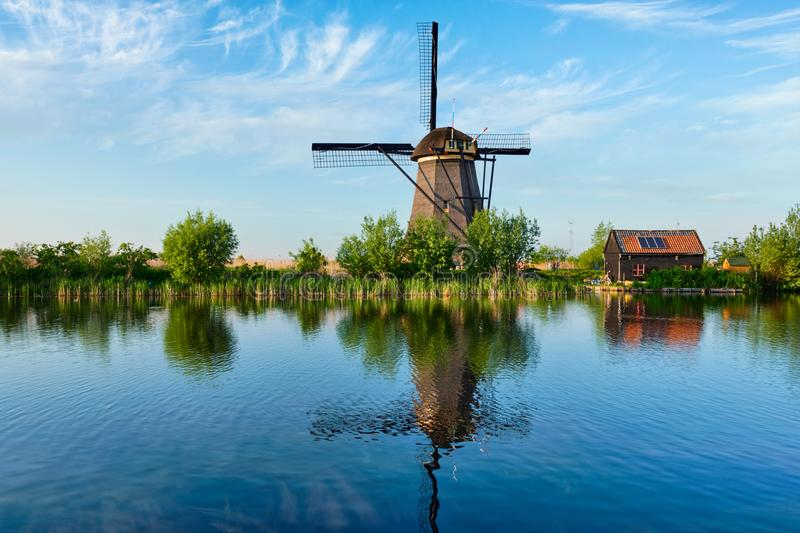 Windmühlen bei Kinderdijk in Holland netherlands stockfotos