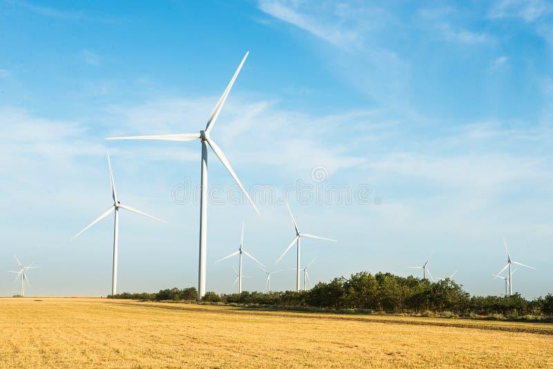 Windmühlen für Electric Power-Produktion stockfotos