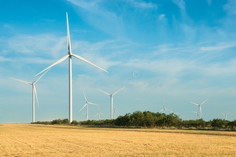 Windmühlen für Electric Power-Produktion stockfotografie