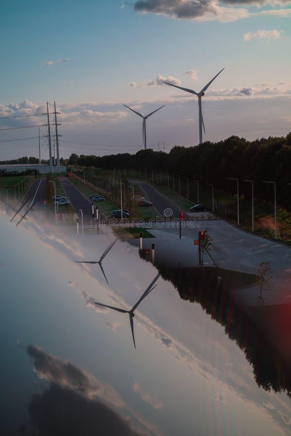 Windmühlen mit schönem Himmel! stockfotografie