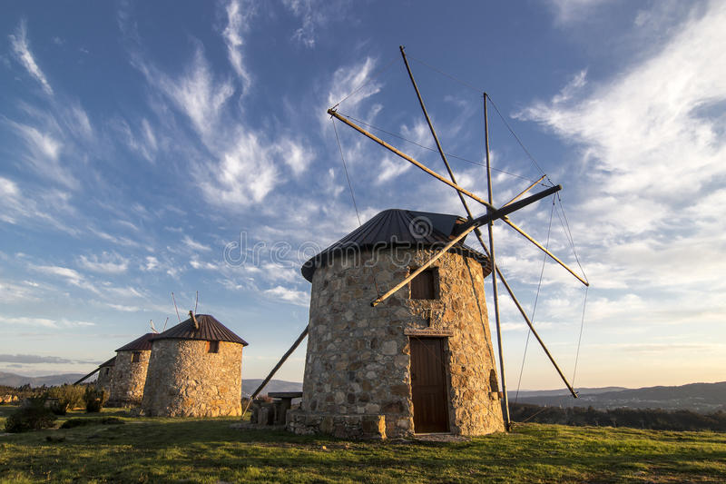 Windmühlen in Portugal stockfoto