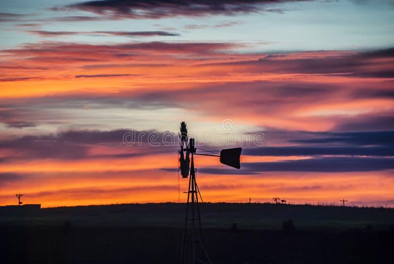 Windmühlen-Sonnenaufgang stockbild